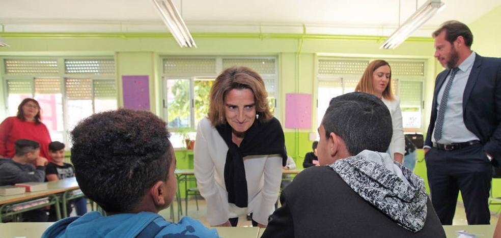 La ministra de Transición Ecológica pone a los coles de Pajarillos como ejemplo de educación ambiental