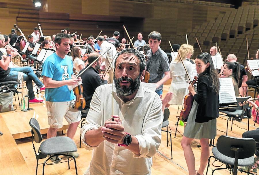 José Manuel Zapata, tenor: «También los adultos tenemos derecho a que nos diviertan con la música clásica»