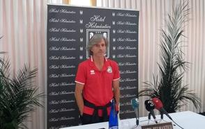 Aguirre advierte de que las jugadas a balón parado pueden ser decisivas en el campo del Adarve