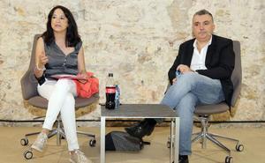 Manuel Vilas comenta su libro centrado en el desamparo