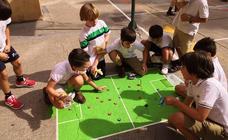 Los juegos tradicionales regresan al patio del colegio Santa Teresa de Jesús de Valladolid
