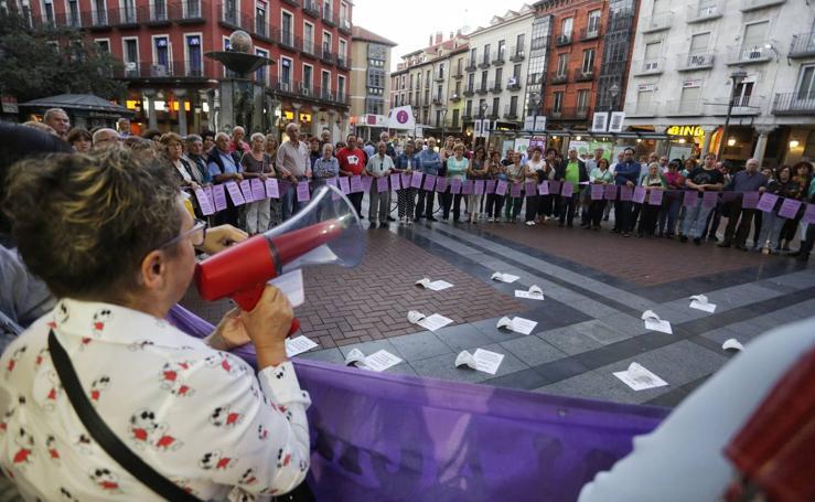 Concentración en Valladolid en recuerdo a las víctimas de la violencia de género