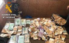 El alcalde del pueblo de Toledo donde alguien arrojó casi 250.000 euros quiere parte del dinero