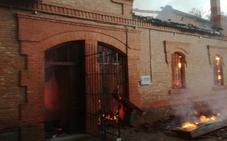 Arde una oficina de la CHD junto al canal de Castilla en Valladolid