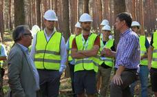 Varios expertos visitan la base de Riaza contra incendios