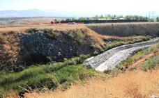 El vertedero de Roduelos permanece «sin sellar» décadas después de su clausura