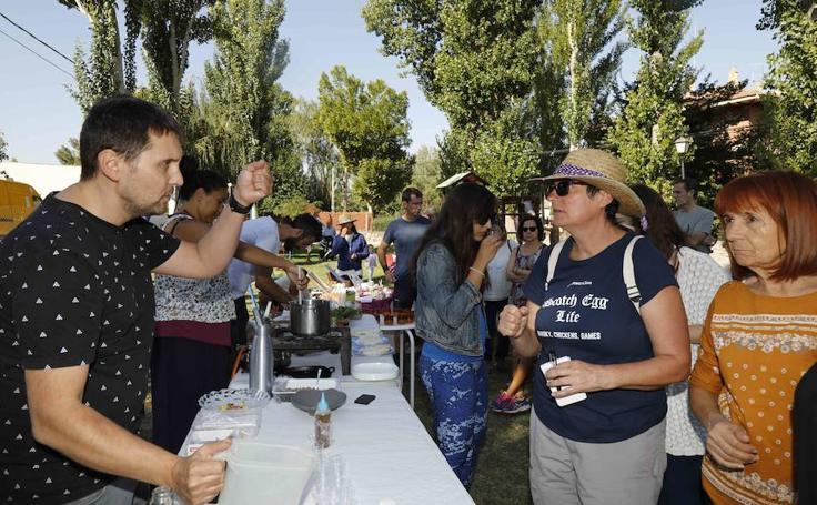 Seiscientas personas en la Feria del Tomate de Pinel de Abajo