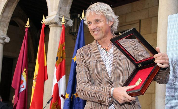 Jesús Calleja recibe la medalla de oro de la provincia de León