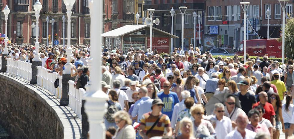 La población activa se mantendrá en 2050 gracias a la inmigración y al aumento de la natalidad