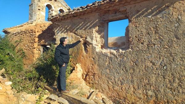 Denuncian la sustracción de piedras de sillería y las rejas de forja de la iglesia de Valdegrulla