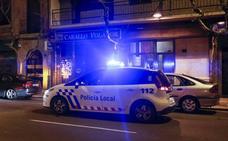 Detienen a un conductor temerario que chocó contra un vehículo y se empotró con un edificio