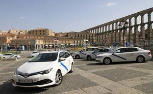 Piden a los taxistas de Segovia que esperen hasta que las usuarias entren en casa