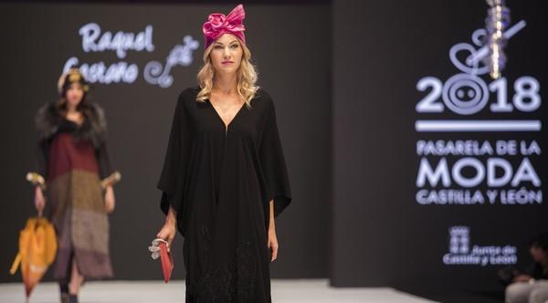 La segunda jornada de la XXI Pasarela de la Moda de Castilla y León presenta novedosos diseños y una puesta en escena diferente