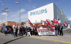 Un centenar de trabajadores reivindica la readmisión de los trabajadores despedidos por Philips en Valladolid