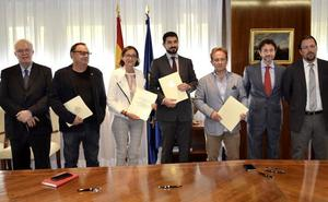 Gobierno, sindicatos y Vestas pactan mantener la planta de León activa hasta la llegada de un nuevo inversor