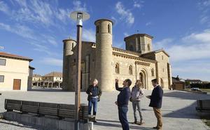 Frómista mejora la iluminación de San Martín para fortalecerla como recurso turístico