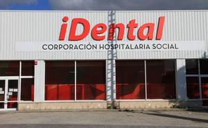 La Junta entrega sus historiales clínicos a más de 200 afectados por el cierre de iDental en Segovia