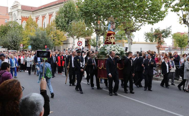 Procesión en el barrio de La Pilarica de Valladolid