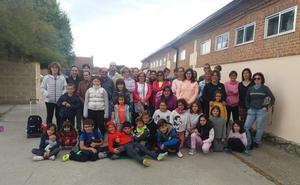 Los padres reclaman un profesor más en el colegio de Gomezserracín