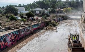 Guardias civiles de Segovia trabajan en la zona afectada por las inundaciones en Mallorca