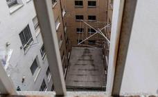 El exmarido de Ana Julia dice que la hija que murió se escapaba por la ventana de la chabola en República Dominicana