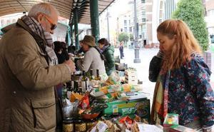 La segunda edición del mercado ecológico de la Plaza de España de Valladolid cuenta con siete puestos más