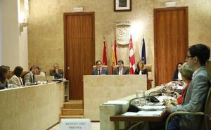 Los concejales salmantinos aún no han acreditado sus títulos y estudios tras cinco meses de espera