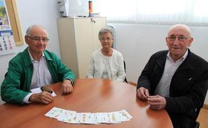 Los pensionistas se quejan de tener que pagar hasta el 50% de los talleres que realizan