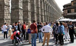 La suma de «inconvenientes» satura Segovia en los puentes festivos