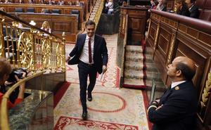 El PP se desmarca de Ciudadanos y rechaza investigar en el Congreso la tesis de Sánchez