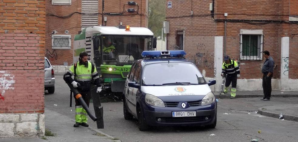 Los operarios de Limpieza trabajan con escolta policial en Las Viudas para evitar amenazas