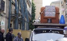 Entra en la Rúa con una furgoneta se sube al techo y se pone a cantar y hacer ruido