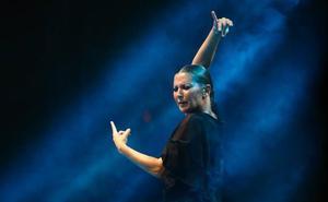 «En el flamenco, cuando bailamos, la sombra significa belleza y no tristeza»