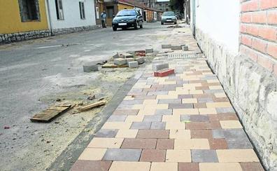 El barrio de San Gil de Cuéllar se rebela contra las obras en tres calles