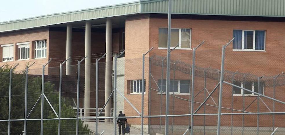 Los funcionarios de los centros penitenciarios preparan seis días de huelga