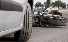 Sale del aparcamiento sin mirar y choca contra un vehículo en Valladolid