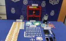 Detenido un hombre en Valladolid que poseía en su vivienda un laboratorio para adulterar, prensar y envasar cocaína