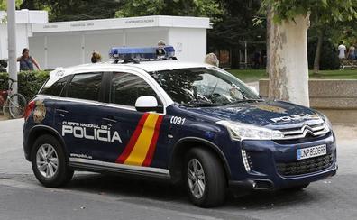 Detenida una pareja por robar y agredir al dueño de una tienda de dulces en Palencia