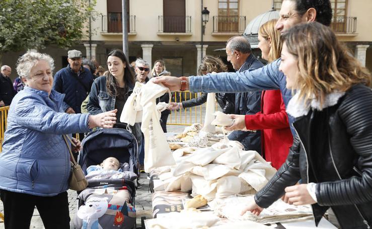 Reparto de fabiolines en la Plaza Mayor