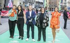 Las estrellas de cine recorren la alfombra verde de la 63 Seminci