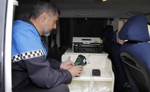 La DGT cede a la Policía de Laguna de Duero un vehículo y un etilómetro