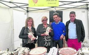 40 productores agroalimentarios acuden a la Feria de la Alubia en Saldaña