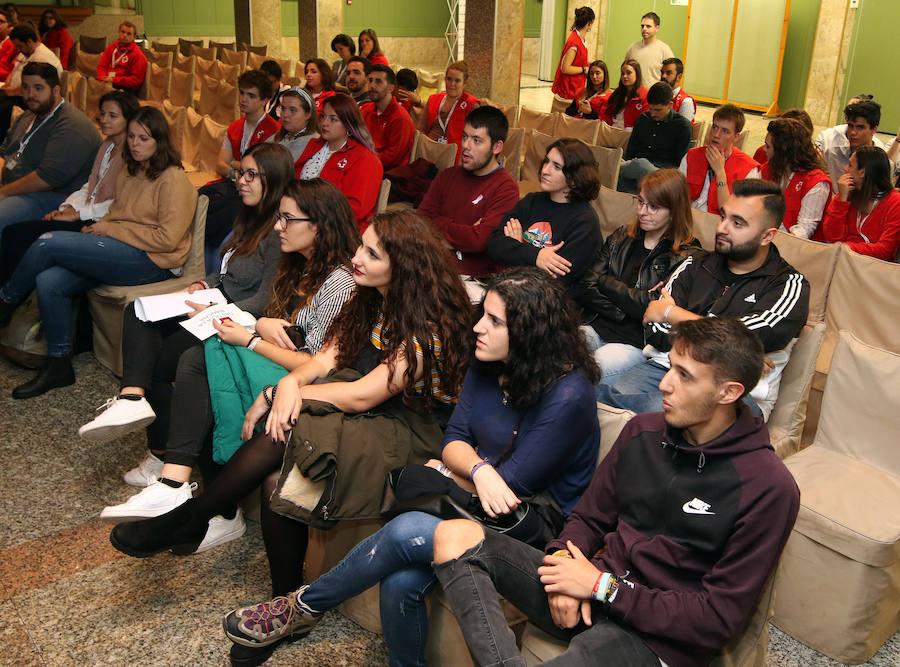 Cruz Roja Juventud debate rebajar la edad mínima de voluntariado a los 12 años