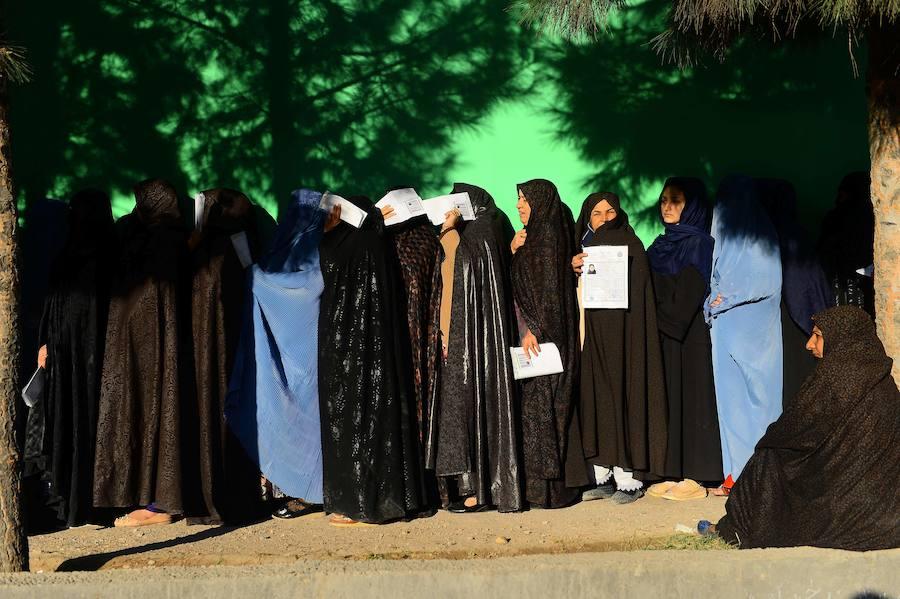 Los afganos acuden a las urnas con temor a nuevos atentados