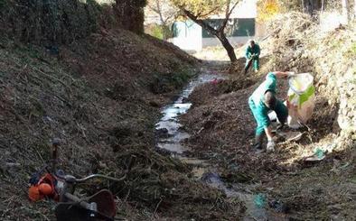 El II Plan de Limpieza de cauces en tramos urbanos de la Diputación llegará este año a 31 municipios