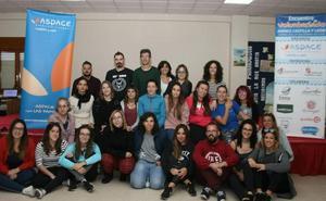 Treinta voluntarios de Aspace hacen piña en la reunión de Cuéllar