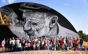 Los vecinos de Juzbado inauguran los murales del último certamen