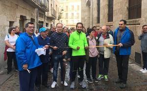La marcha de Asprodes desafía al tiempo en su regreso al domingo