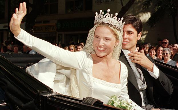 Eugenia Martínez de Irujo luce la tiara de su boda con Fran Rivera