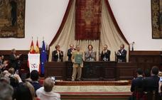 El poeta venezonalo Rafael Cadenas llama en Salamanca a «instaurar la normalidad» en su país